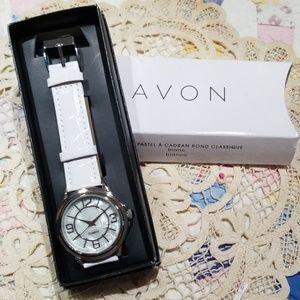 🆕️⌚AVON Classic round face pastel watch, white